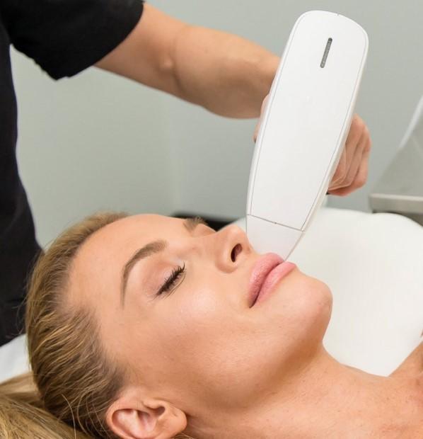جوانسازی پوست با دستگاه آراف
